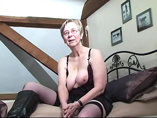 british granny kim loves fuck ass