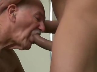 fucks squirts mouth