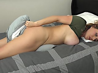 krissy lynn mom solo bed