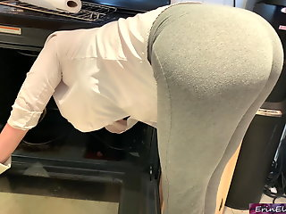 stepmom horny stuck oven