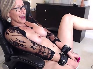 mature woman gets kinky masturbating