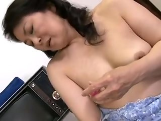horny japanese mature bitch finger fucked