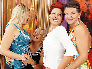 four lesbians having party bed maturenl